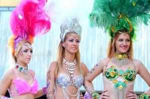 Tolldíszek, dobok, forró karneváli éjszakák