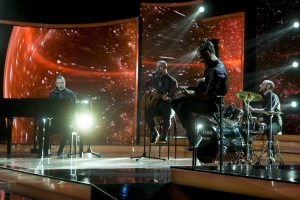 A Dal —  A Leander Rising az online akusztik győztese