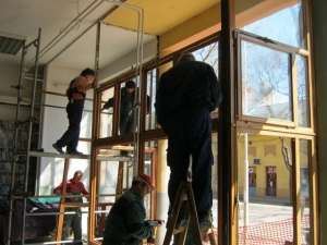 Új nyílászárók a zentai Városi Könyvtáron