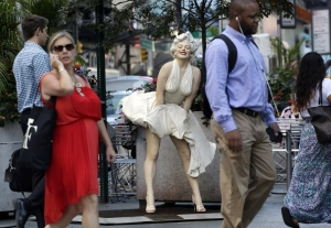 Marilyn Monroe szoborba öntve