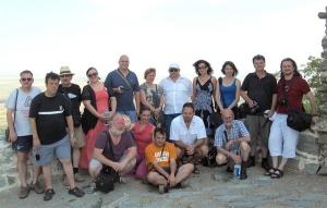 Újságírók a Verseci-hegység lábánál