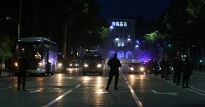 Kövekkel dobálták meg a szerb válogatott buszát