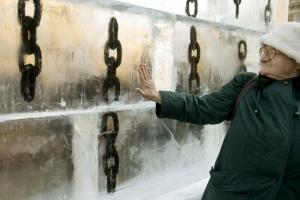 Jégszobor-installáció és arcképcsarnok