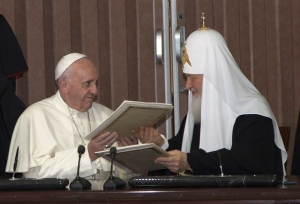 Létrejött az egyházfők történelmi találkozója