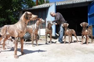 Bronzszobor készült a kilenc ősi magyar kutyafajtáról