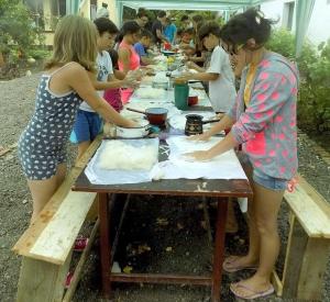 Kézműves-foglalkozások és vizes játékok