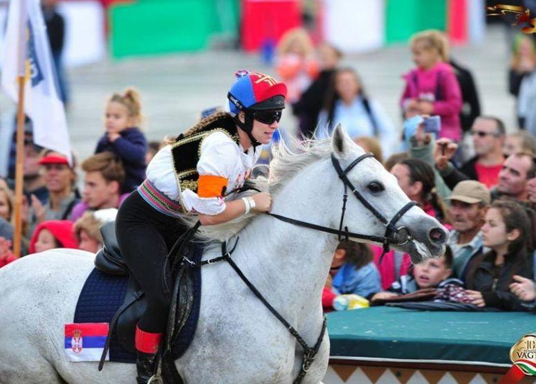 Csemő lovasa nyerte a 10. Nemzeti Vágtát