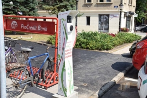 Elektromosautó-töltő állomás Szabadka belvárosában