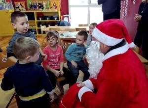 Karácsonyi csomagok a Tücsök Óvoda magyar tagozatának