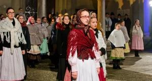 Magyar Karácsony a barátok temploma előtt Szabadkán