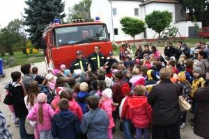 Tűzoltók között