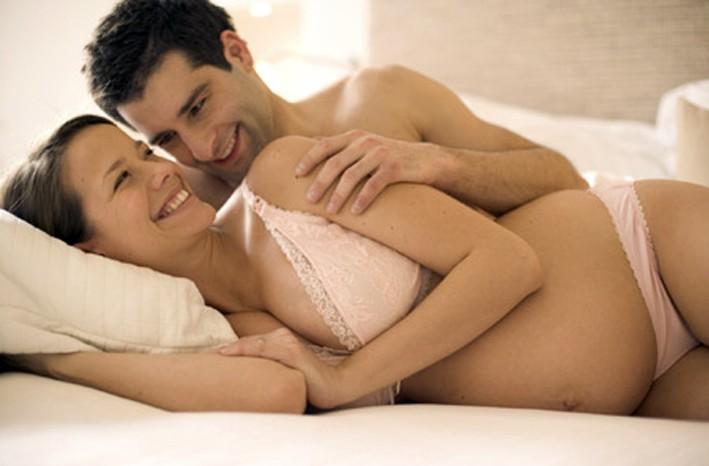 Không nên quan hệ tình dục trong 3 tháng đầu của thai kỳ