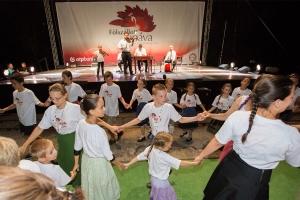 A Balatonon táboroztak a kis Pávások
