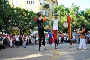 Gólyalábas komédiások az Interetno Fesztiválon