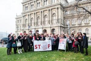 Flashmob a nők elleni erőszak megszüntetésének világnapja alkalmából