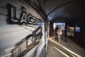 A Lágerjárat című utazó vagonkiállítás Pécsen