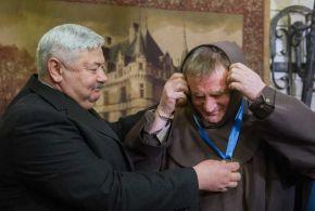 Emberi méltóságért díjat kapott Böjte Csaba