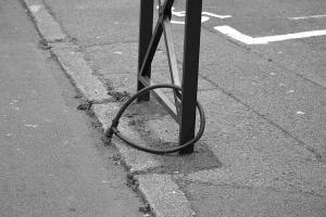 Szatyor a biciklikosárban — az utcai tolvajok kedvence