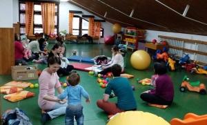 Zentai baba-mama klub — virtuális és valóságos találkozóhely