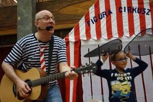 Villáminterjú az éneklős bácsival