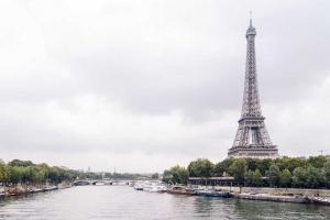 Párizs hídjai alatt
