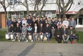 A fiúkollégium növendékei a muzslyai Petőfi-szobornál emlékeztek