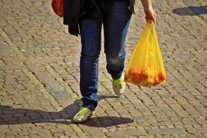 86%-kal csökkent az Angliában eladott nejlonzacskók száma