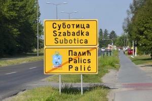 Szabadkán ismét háromnyelvűek a helységnévtáblák