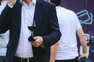 Várfalak, bor, elegancia