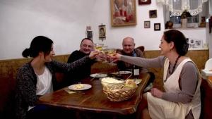 Szomszédaink, a magyarok szombat este az M5 műsorán