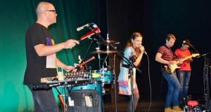 Teltházas koncertet tartott Bíró Eszter Szabadkán