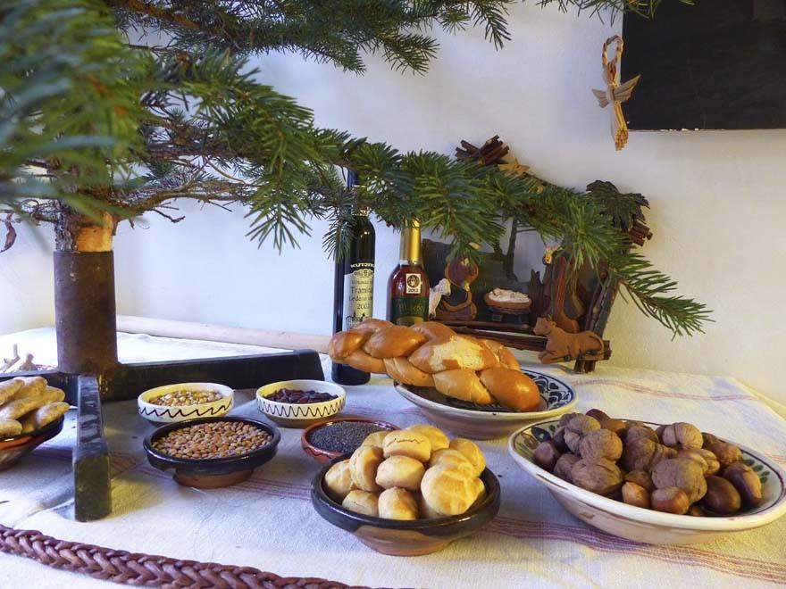 Hét Nap Online - Színes - Karácsonyi asztal 214d91e576
